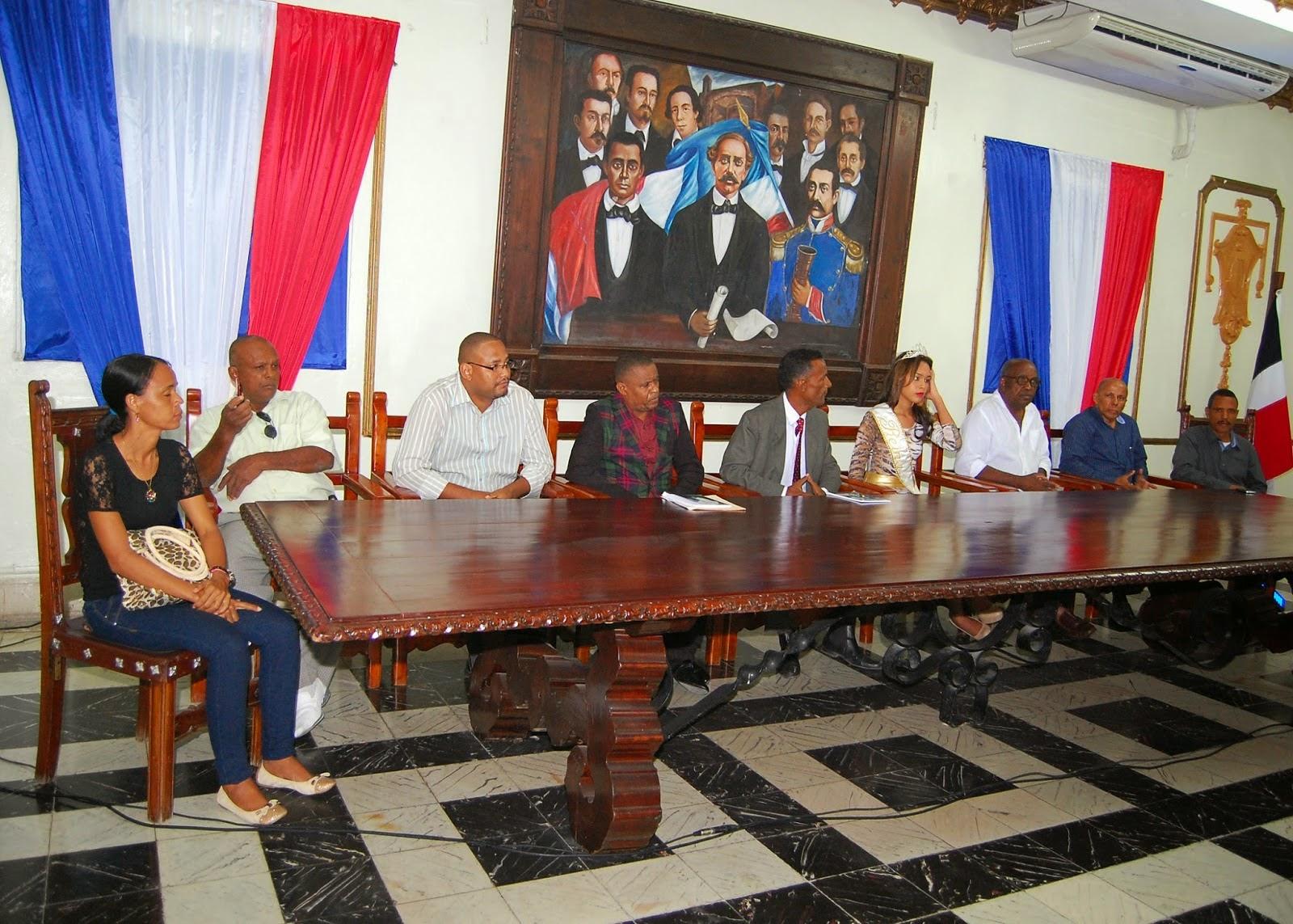 Mesa de honor, durante la puesta en circulación en S.P.M del libro de poemas VERSOS LIBRES