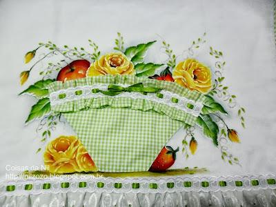 pintura de  rosas e frutas com aplicação de cesta de tecido