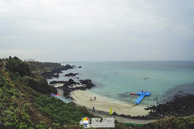 Aewol Coastal Road - Some people doing kayaking on the blue sea