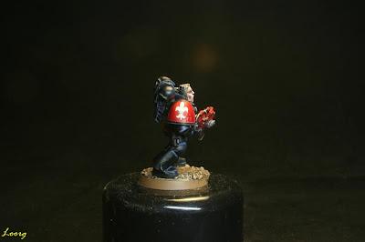 Detalle de la hombrera derecha de los Guardianes de la muerte procedente de los Templarios Rojos