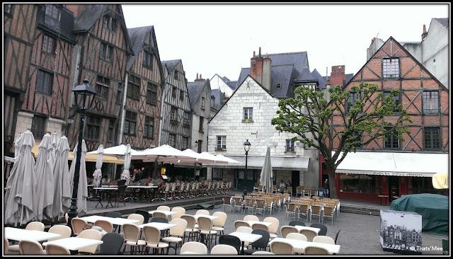 Place Vieux Tours cafés maison à colombages terrasses centre-ville