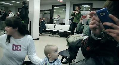 Flashmob de Carne Cruda, oficina de empleo