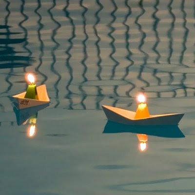 5 dicas de decora o com velas for Velas flotantes piscina