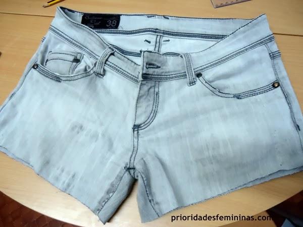 como fazer short com uma calça jeans