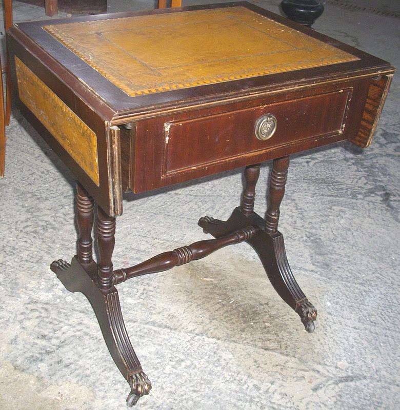 ancien petite travailleuse table de nuit a rabats sur. Black Bedroom Furniture Sets. Home Design Ideas