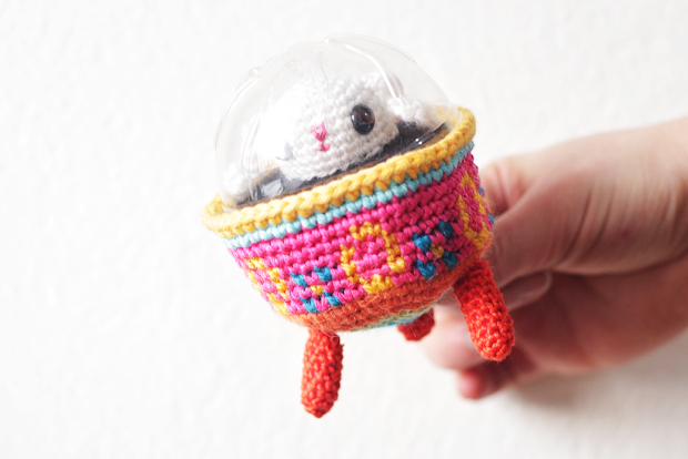 A small, free and colorful Amigurumi UFO variation of the Easter bunny and Easter egg basket
