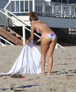 Maria Menounos ass shot in Bikini