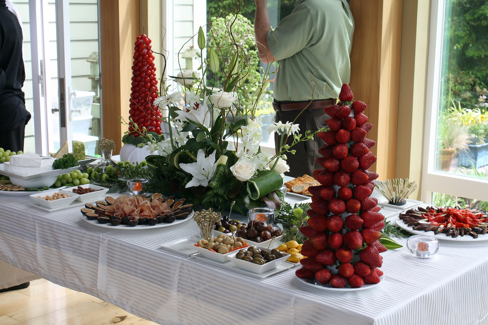 In The Kitchen With Nick YOUR PERSONAL CHEF CATERING - Catering buffet table setup