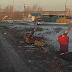 Μόνο στη Ρωσία: Οδηγοί κυνηγιούνται στο δρόμο, κατεβαίνουν από τα αμάξια, πλακώνονται με μαχαίρι και φτυάρι [video]