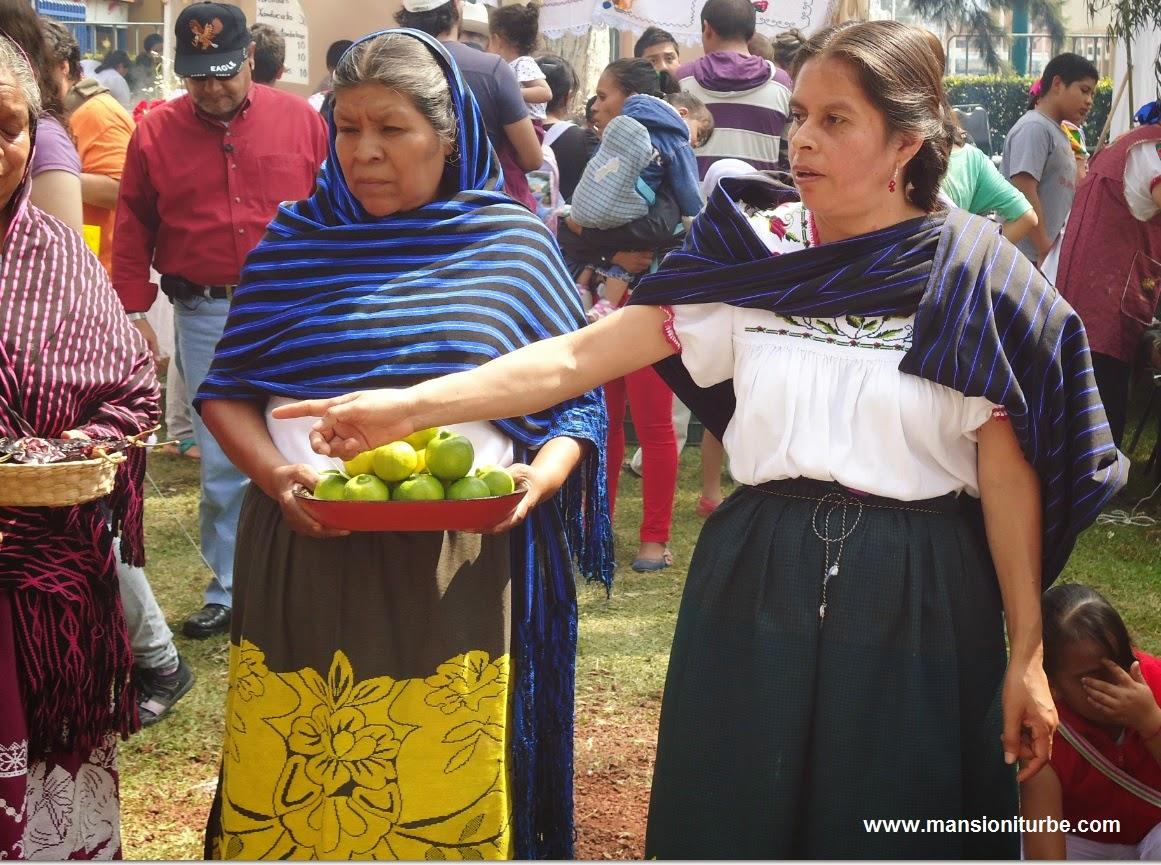 Mujeres emprendedoras de Santa Fe de la Laguna representando a su comunidad en importantes eventos