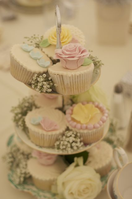 Vintage And Cake Vintage Wedding Cupcakes
