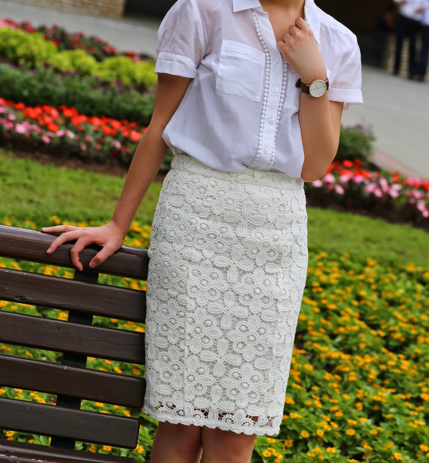 hk fashion blog, corporate fashion blog, what to wear to work, business casual, finance fashion blog, that working life, white lace pencil skirt, white eyelet top, hong kong fashion blogger, corporate style, corporate chic, ann taylor white button up, intermix pencil skirt