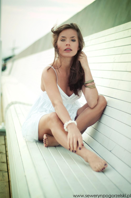 http://wswoimstylu.blogspot.com/2013/08/biaa-sukienka-klasyka-w-letniej-szafie.html