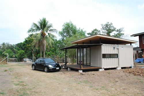 , banyak rumah kat Amerika buat dari kayu. Kat malaysia kalau rumah ...