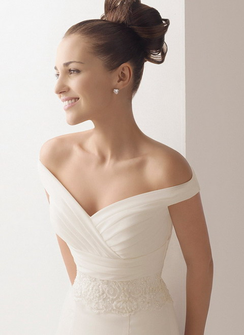 Wedding dresses with sleeves off the shoulder for Off the shoulders wedding dress