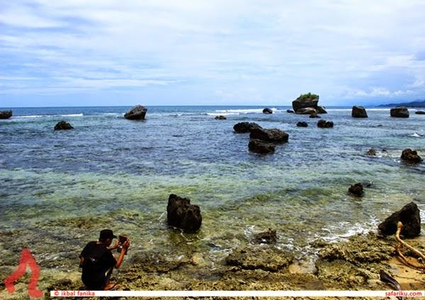 Batu Pantai Laskar Pelangi