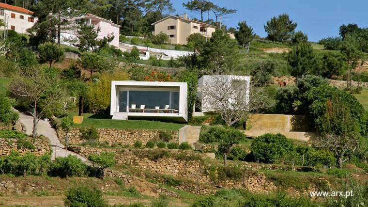 Arquitectura de casas casa rural minimalista en pendiente for Viviendas sobre terrazas