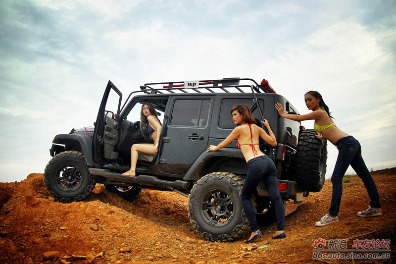 Hot party girl beautiful Vietnamese offroad the car