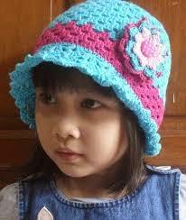 gambar anak kecil pakai topi lucu