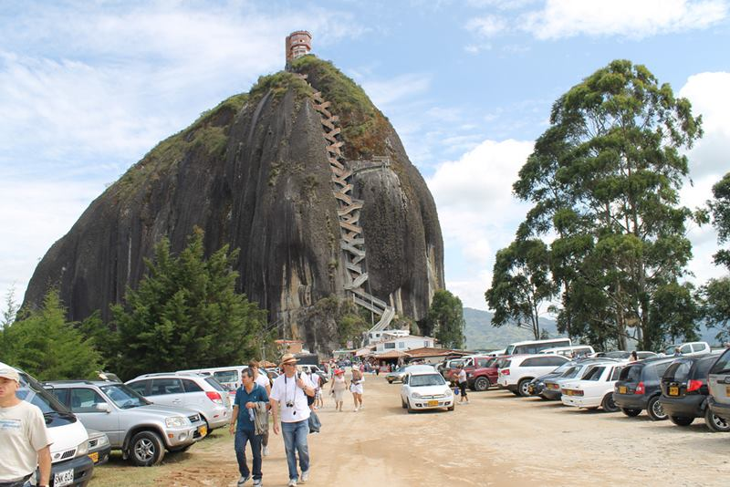 El Peñon de Guatape, A gigantic rock with an approximate weight of 66 million tonnes, with the height over 650 feet, is a monolithic formation located at the town of Guatapé in Antioquia, Colombia.
