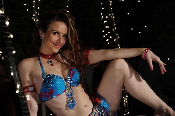 Hot Item Girl Natasha Navel Show Photos