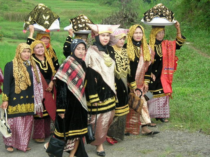 Hasil gambar untuk matrilineal di minang