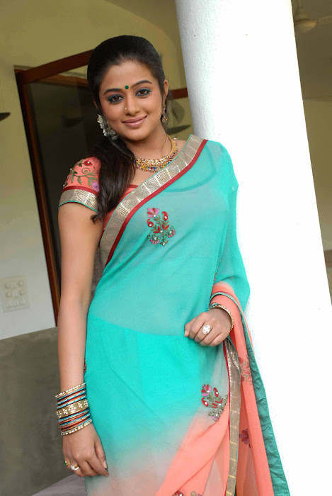 kannad movie lakshmi priyamani latest photos