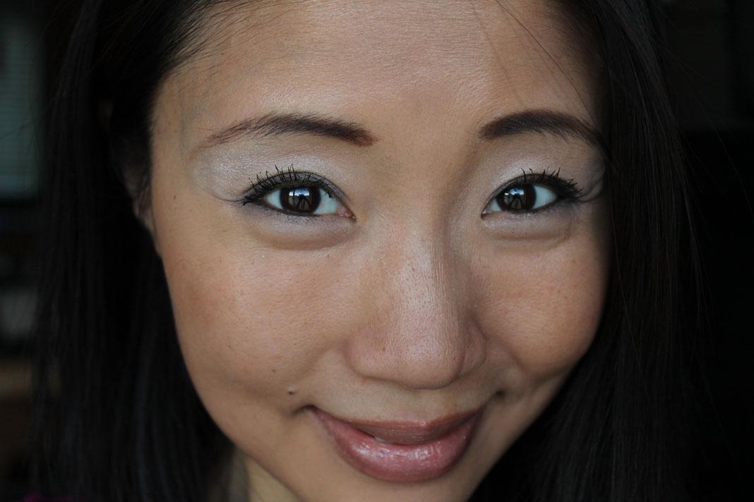 Asian Makeup Tips - How to Apply Dark Eyeshadow