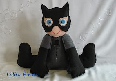 Boneca mulher gato em feltro