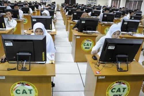 Peminat seleksi CPNS bisa berlatih soal tes CPNS melalui simulasi CAT online.