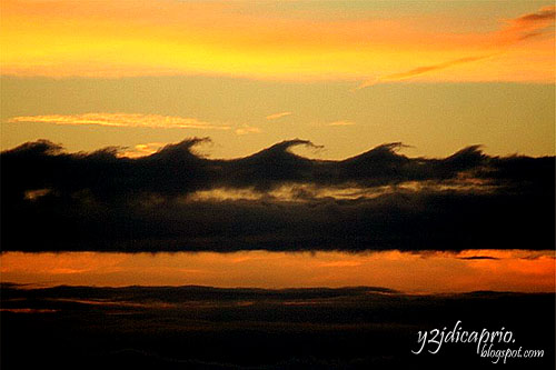 [Image: 800px-Kelvin_Helmholz_wave_clouds+copy.jpg]