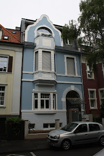 Neu gestaltete Stuckfassade mit farbigen Akzenten Belz Bonn