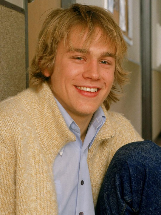 on the left is charlie hunnam circa his undeclared tv show days and on the right is heath ledger
