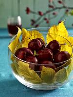 ябълки и есенни листа
