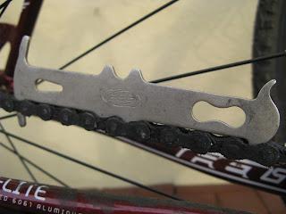 kontrola stanu łańcucha rowerowego - łańcuch zużyty
