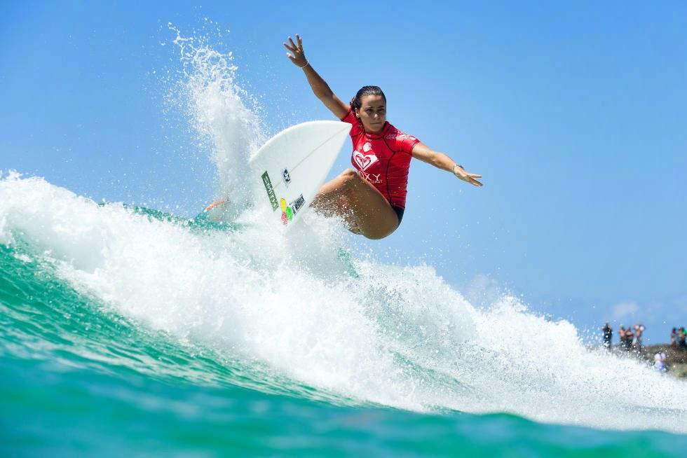 51 Roxy Pro Gold Coast 2015 Johanne Defay Foto WSL Kelly Cestari