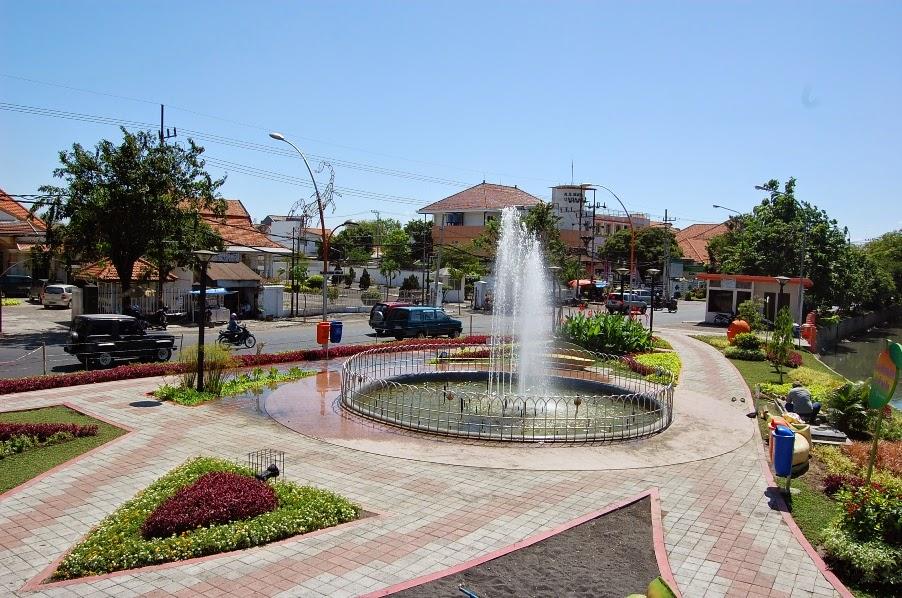 tempat wisata di surabaya taman bungkul