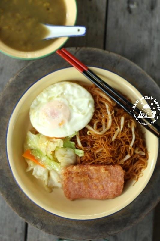 economic fried bee hoon (fried rice vermicelli) 经济炒米粉