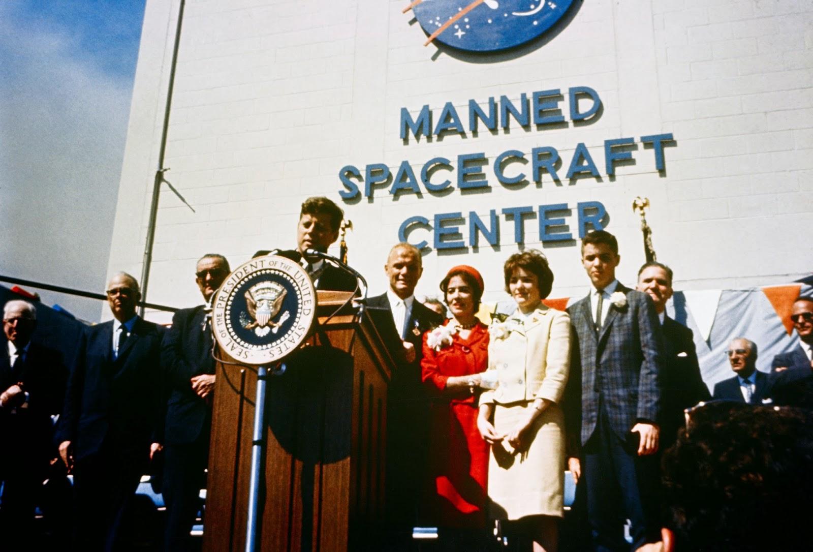Homenaje del Presidente Kennedy a John Glenn