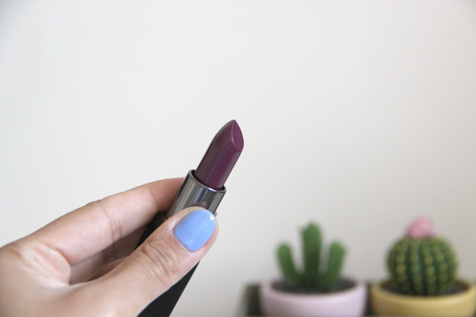 uk beauty blogger, smash box lipstick review, smash box lipstick vivid violet