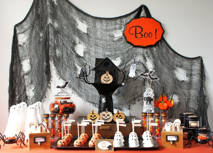 Halloween diy kid 39 s dessert table party ideas party for Deco de table halloween