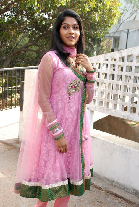 swasika at yetu chusina nuvve movie launch, swasika actress pics