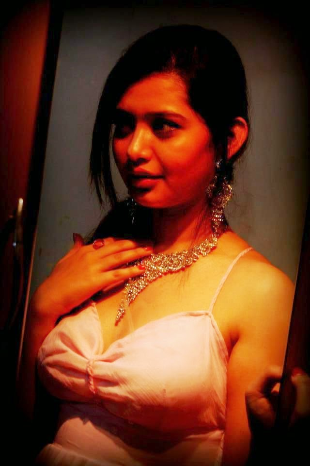 Sexy Desi Aunty Blouse Beautiful Deep Cleavage