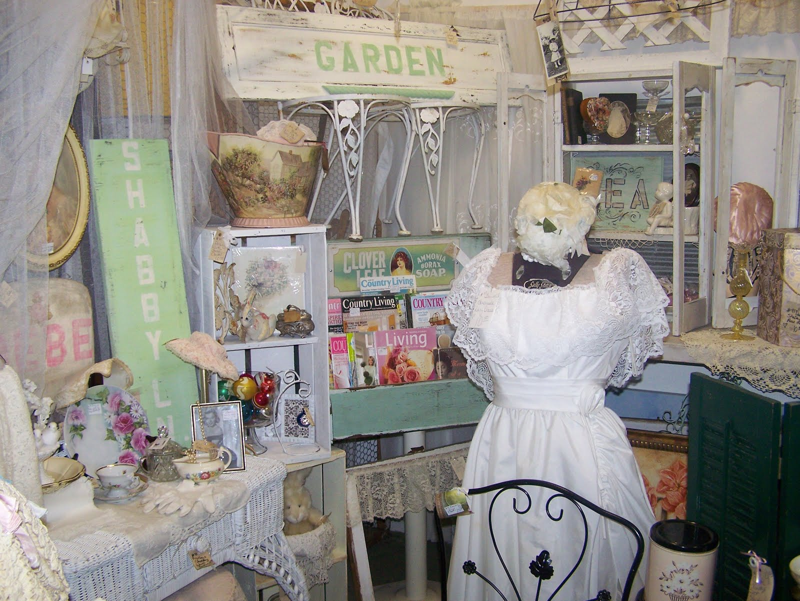 Country decorating ideas flea market style - Dot Closet What Sells And What Doesn T Flea Market In Missouri