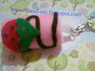 Kue Gulung Strawberi