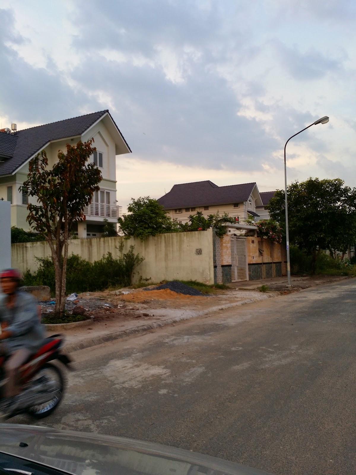 Đất nền ngay vòng xoay Phú Hữu đường vào biệt thự (ảnh 1)