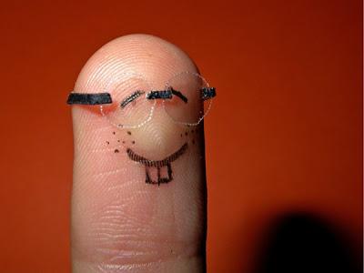 الاصابع ظ†ط¸ط§ط±ط©.jpg