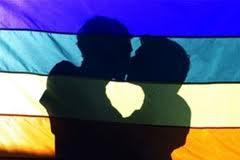 Francia, vicina all'approvazione sui matrimoni e le adozioni gay