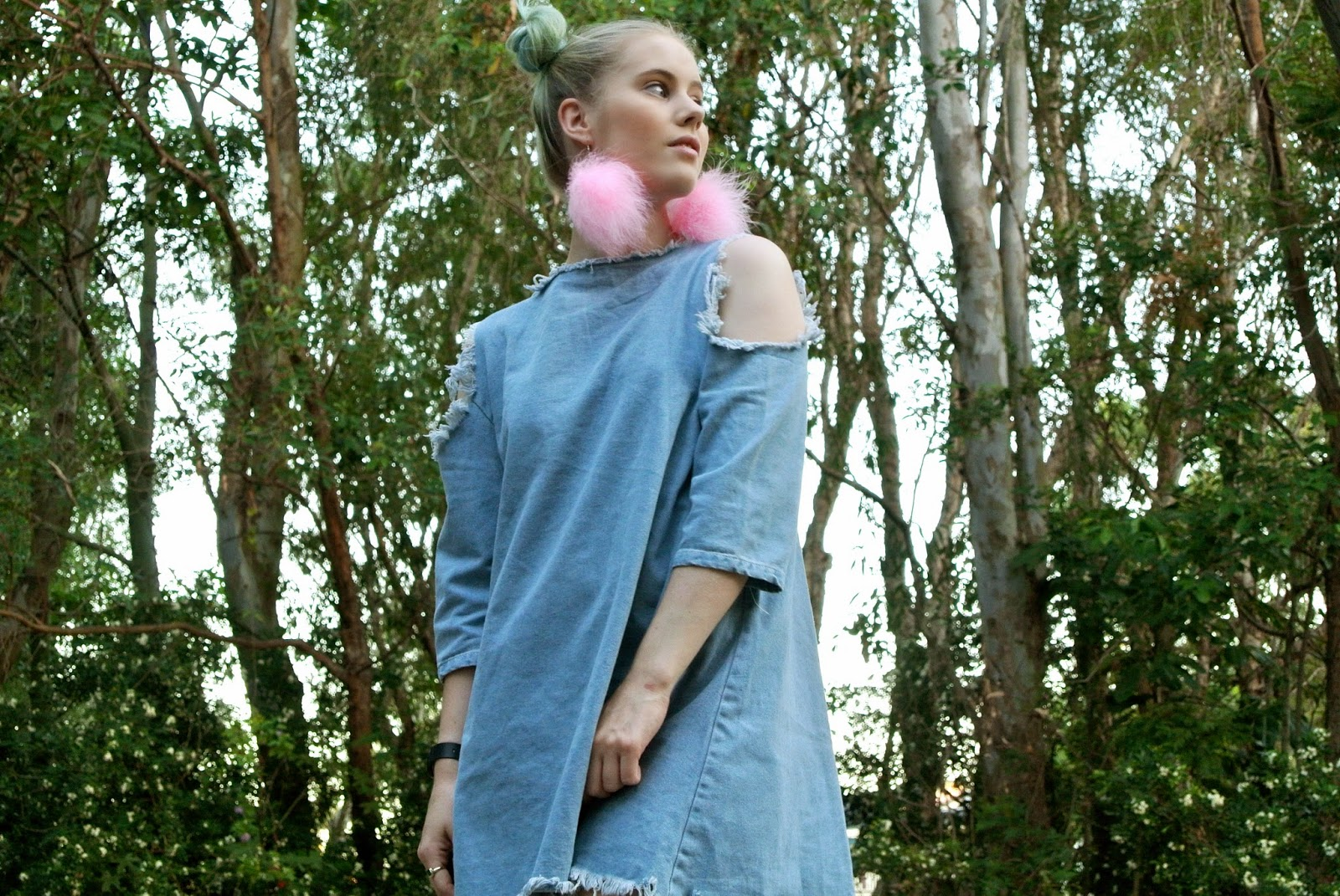 Pip O'Sullivan, Philippa O'Sullivan, outside is colours, outsideiscolours, fashion blog, OOTD, evan-evina, denim dress, distressed denim, frayed denim dress, fashion blogger outfit, marabou feather earrings, pom pom earrings, DIY poms earrings, pink fluffy earrings, evan evina denim dress