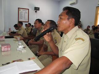 Puluhan Perangkat Desa Trenggalek Demo DPRD Tuntut Pencairan Tunjangan